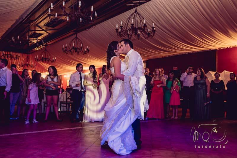 baile nupcial de los novios en Salones Azahara