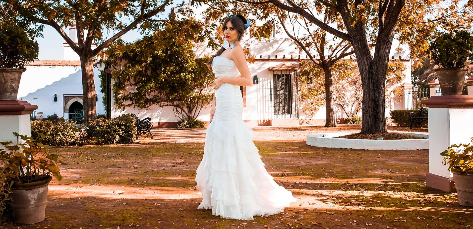 Novia en exterior de hacienda de bodas