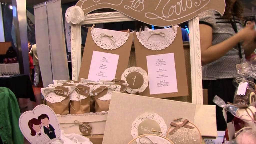 detalle de tarjetas y regalos para bodas