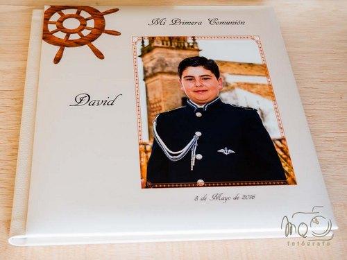 Álbum de comunión con foto de niño marinero